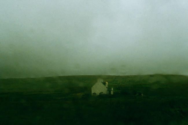 grün verwaschen, Regen und ein Haus
