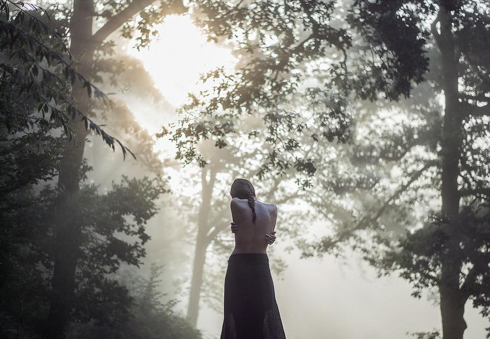 Rückenbild mit Nebel