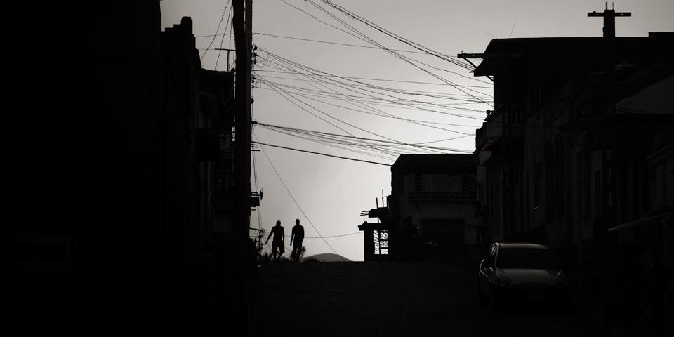 Silhouetten im Gegenlicht.