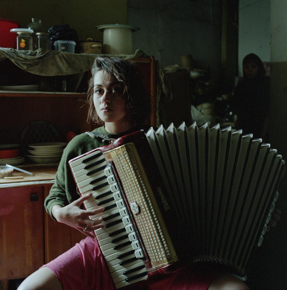 Eine Frau mit Akkordeon