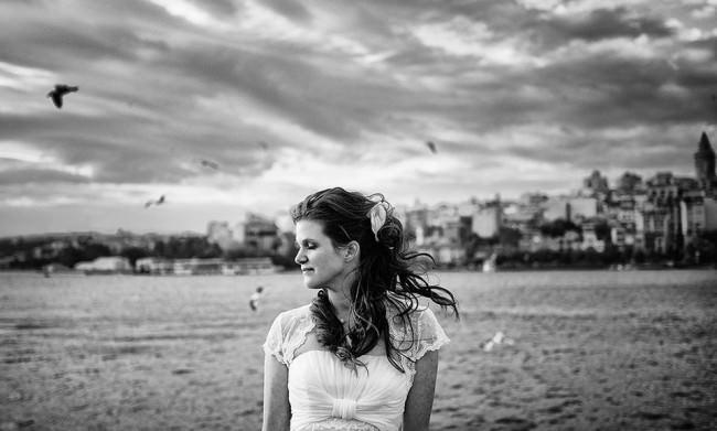 Ein Brautportrait mit Meer und Möwen im Hintergrund