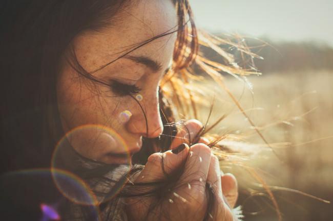 Ein Frauenportrait mit Lensflares
