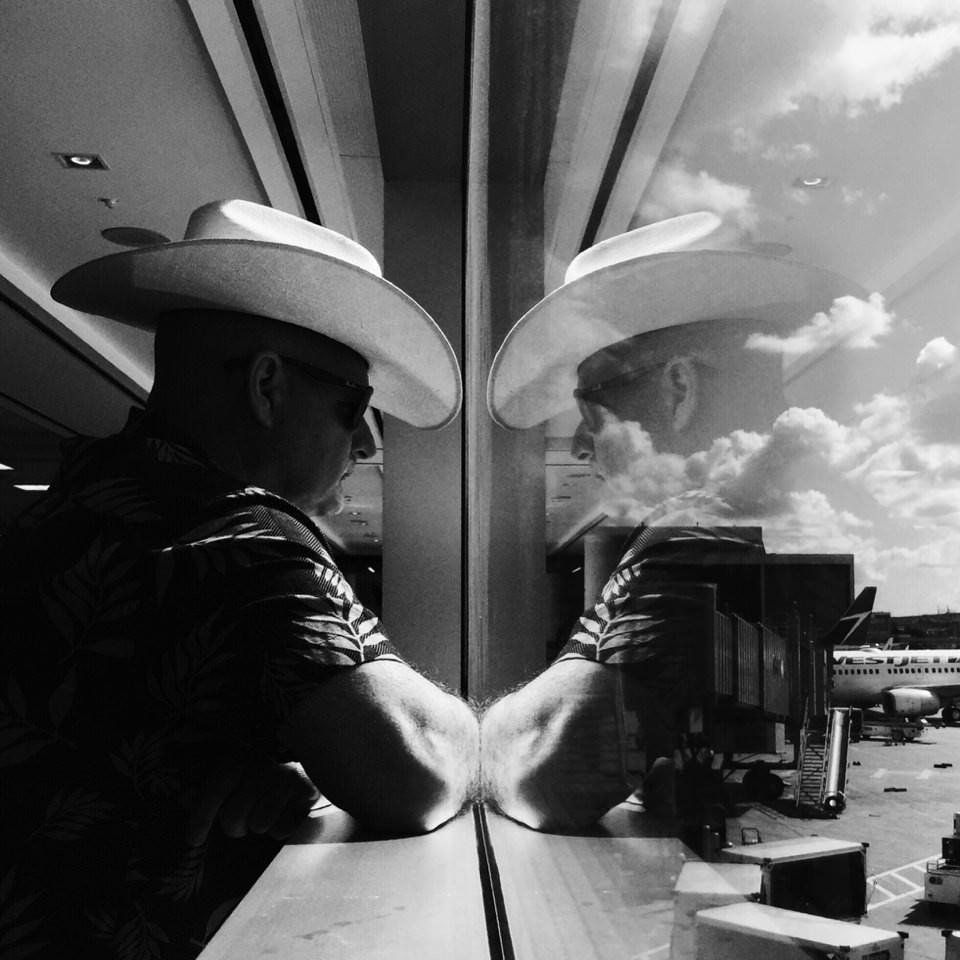 Cowboy am Fenster