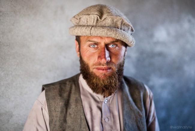 Ein Mann mit blauen Augen.