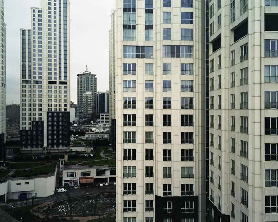 Blick in eine Hochhaussiedlung.