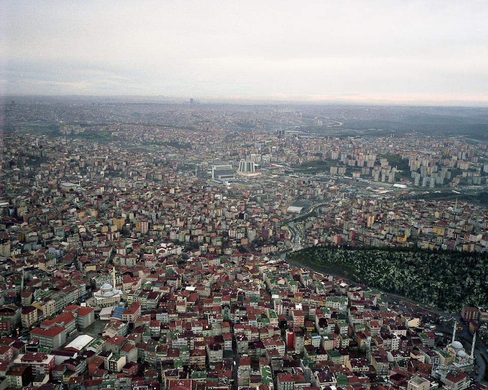 Vogelperspektive auf das Häusermeer einer Großstadt.