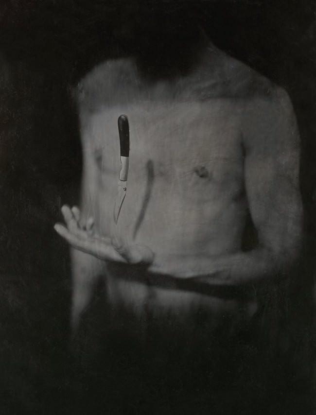 Nassplatten Bilf einer Person und einem Messer