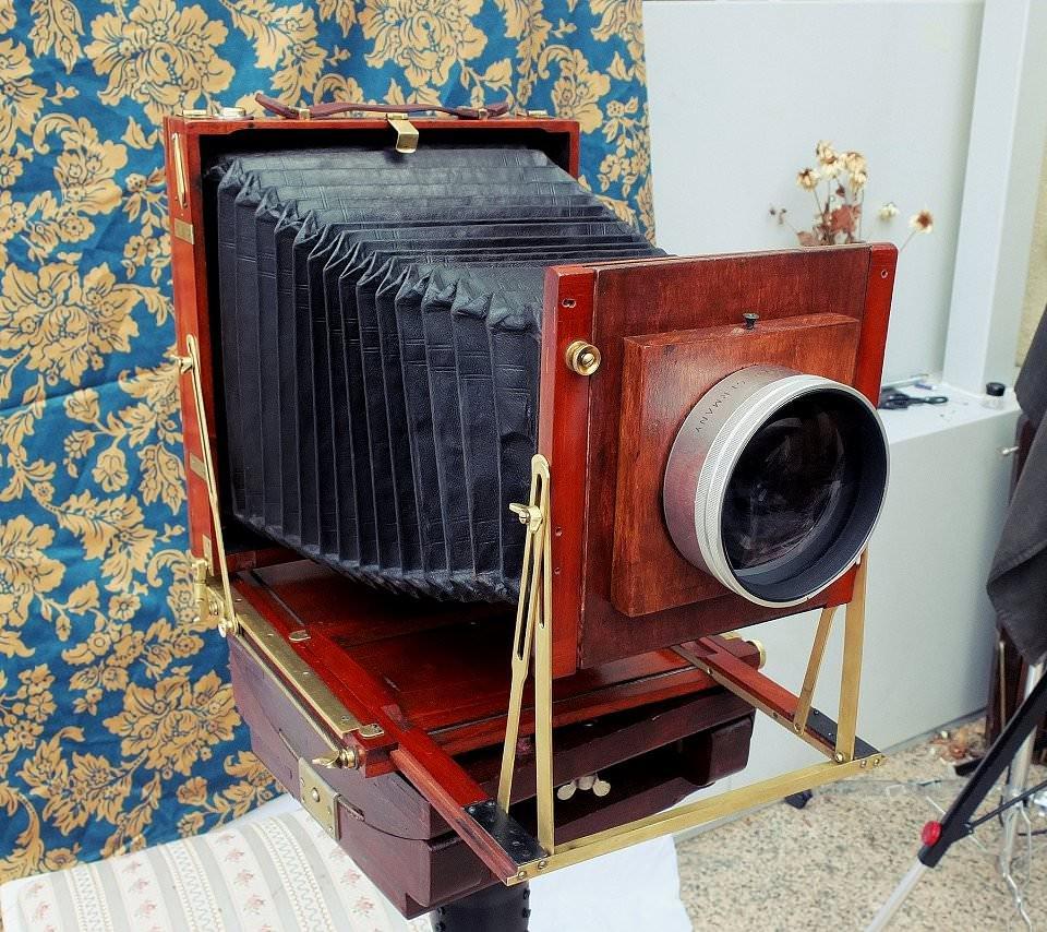 Eine alte Großformat-Kamera