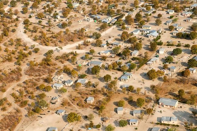 Luftaufnahme einer afrikanischen Siedlung.