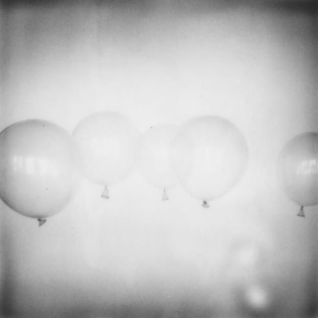Luftballons in schwarzweiss