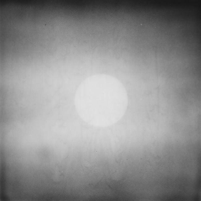 Sonne oder Mond im Nebel
