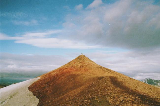 Ein kegelförmiger Berg