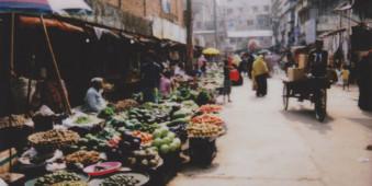 Ein Markt auf einer Straße
