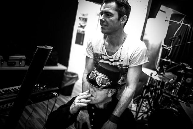 Zwei Musiker im Proberaum