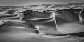 Dünen in einer Wüste.