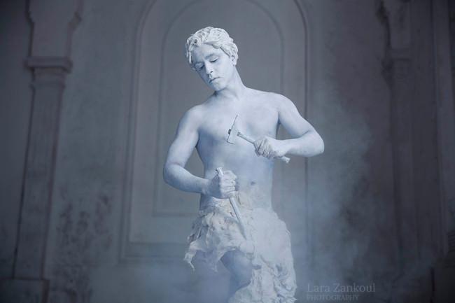 Eine Statue erschafft sich selbst