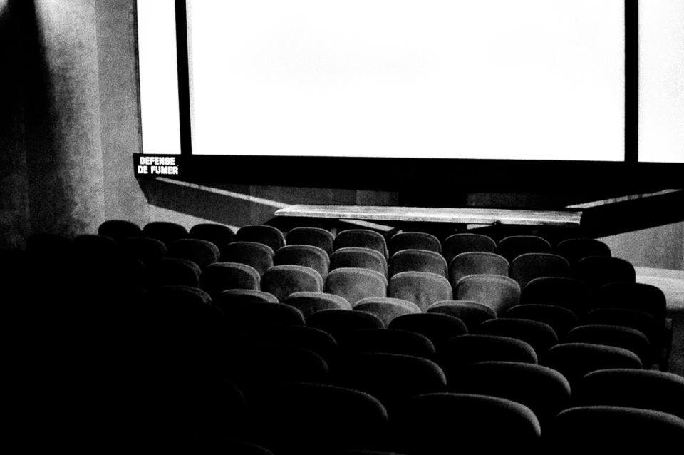 Ein leerer Kinosaal