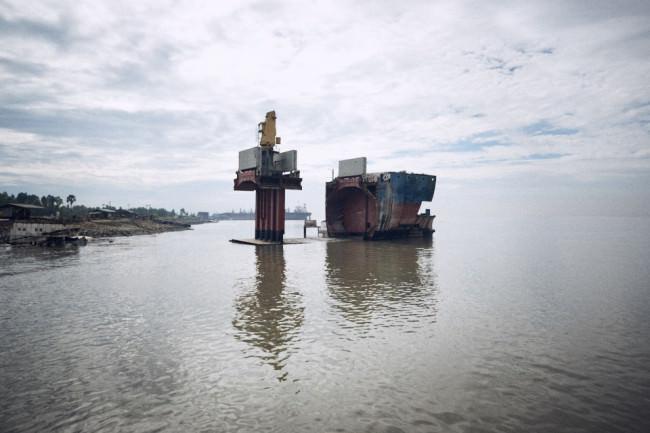 Ein Schiffswrack im Meer