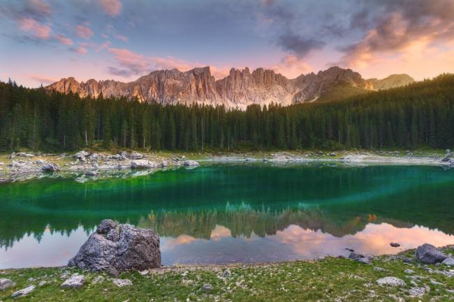 Ein See im Sonnenuntergang