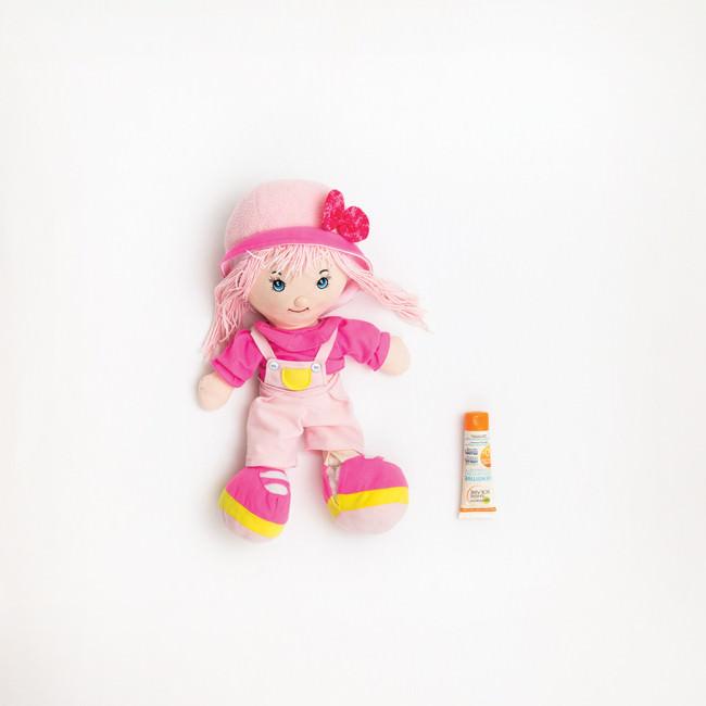 Eine Puppe