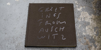 "Buchcover von ""Greetings from Auschwitz"""