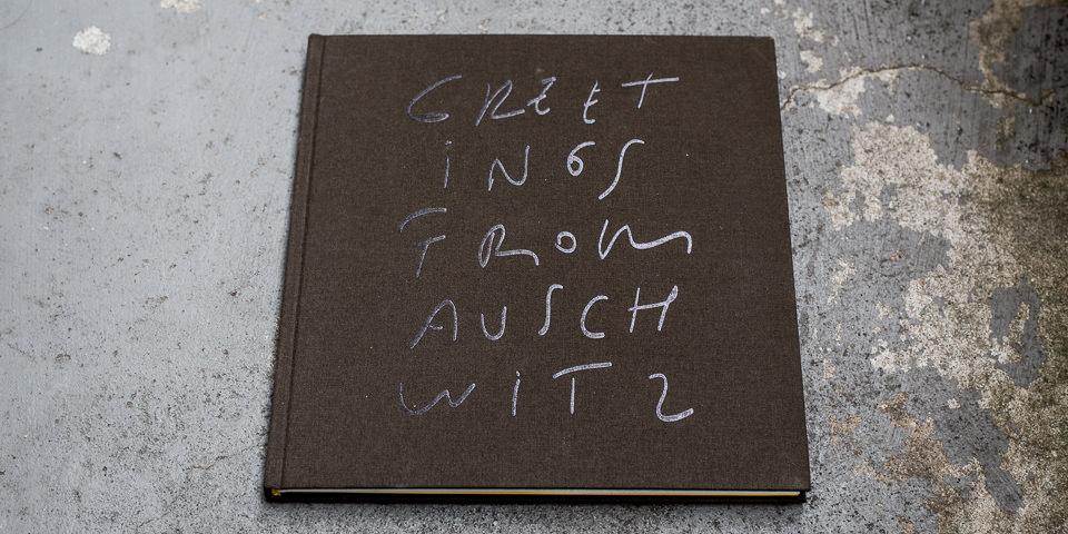 """Buchcover von """"Greetings from Auschwitz"""""""