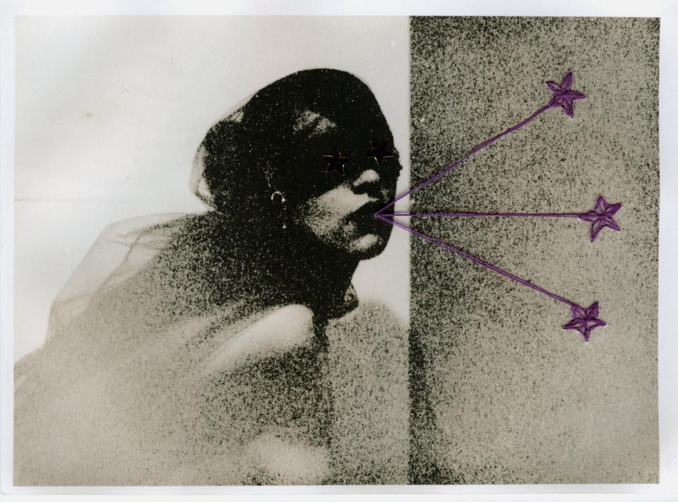 Ein abstraktes, mit einer Stickerei ergänztes Portrait einer Frau