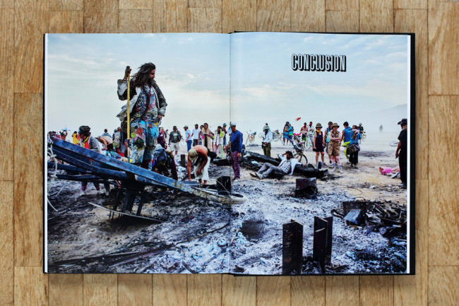 Buch Art of Burning Man von NK Guy Doppelseite.