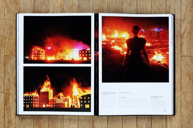 Buch Art of Burning Man von NK Guy Doppelseite mit geschlossenem Panorama.