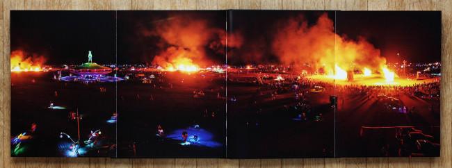 Buch Art of Burning Man von NK Guy ausgeklappt.