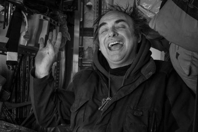Ein lachender Mann