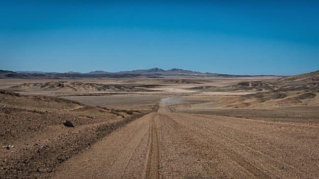 Straße durch eine Wüste.