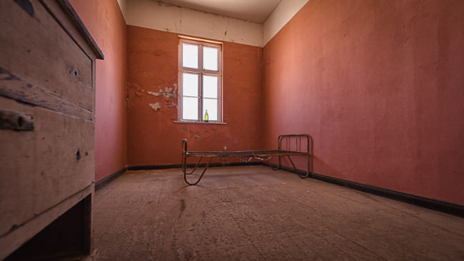 Leerer Raum in einem verlassenen Haus.
