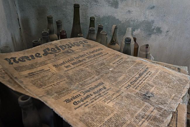 Verstraubte, sehr alte Zeitung.