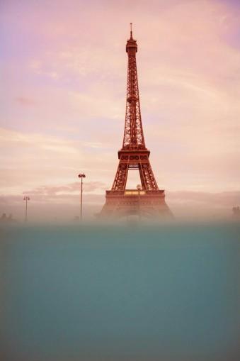 Der Eiffelturm und Wasser