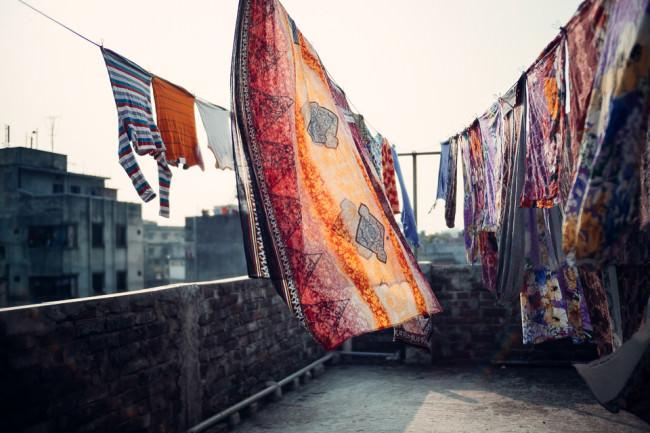 Bunte Wäsche im Wind