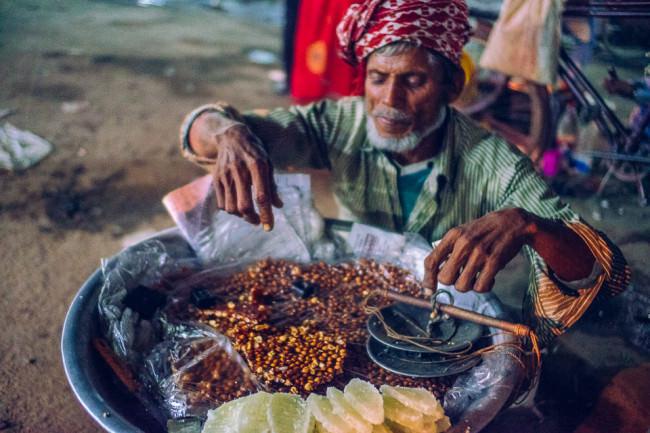 Ein bengalischer Straßenverkäufer