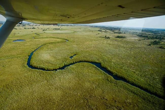 Ein Flusslauf vom Flugzeug aus gesehen