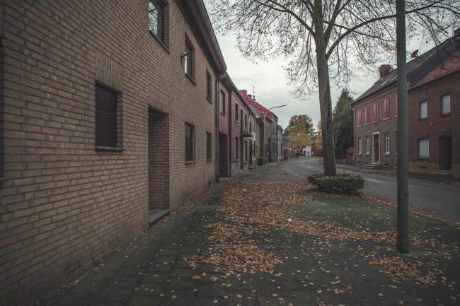Eine Straße gesäumt von Häusern