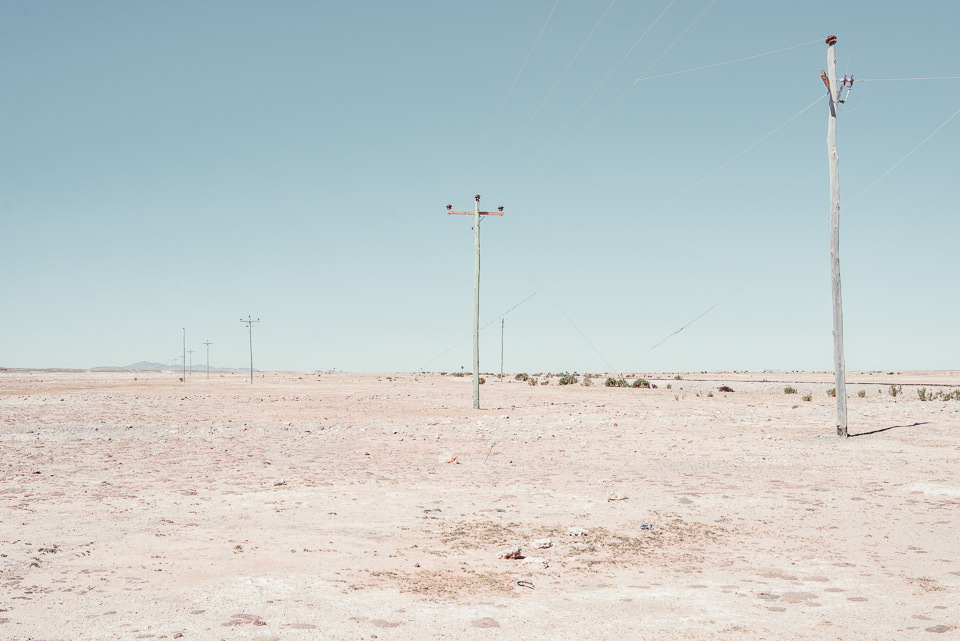 Ein Laternenpfahl in der bolivianischen Salzwüste