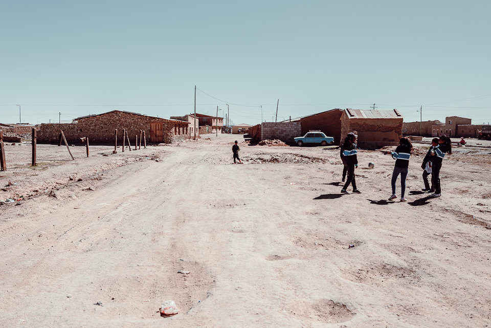 Ein Dorf in der bolivianischen Salzwüste
