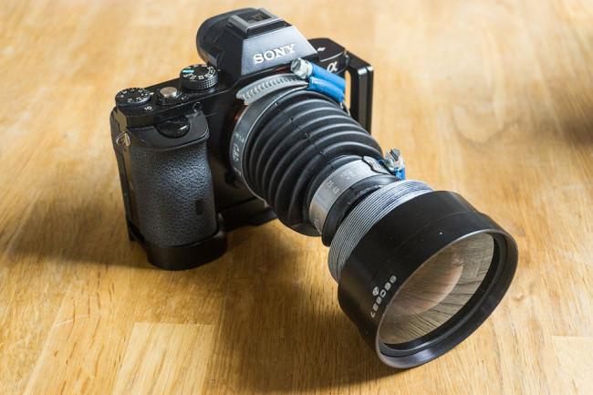Selbstgebautes Tiltobjektiv an der Kamera