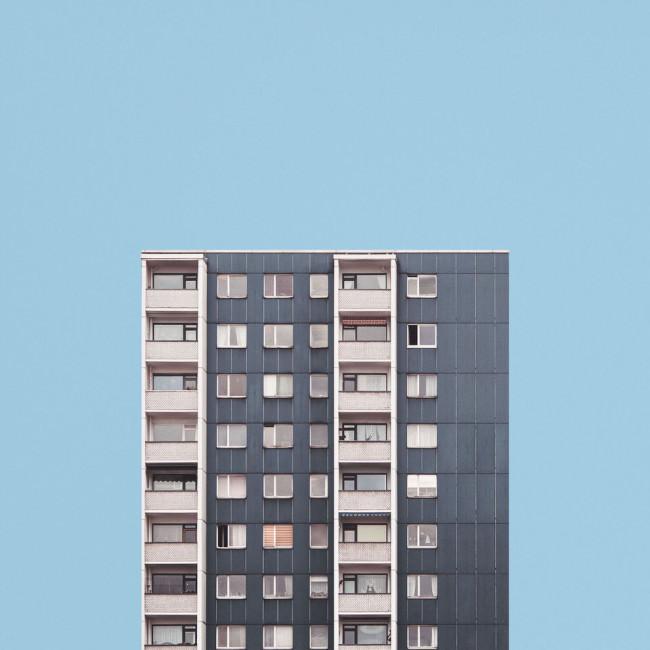 Minimalistische Aufnahme eines Hochhaus
