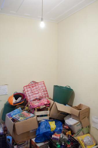 Kisten und Koffer voller Spenden