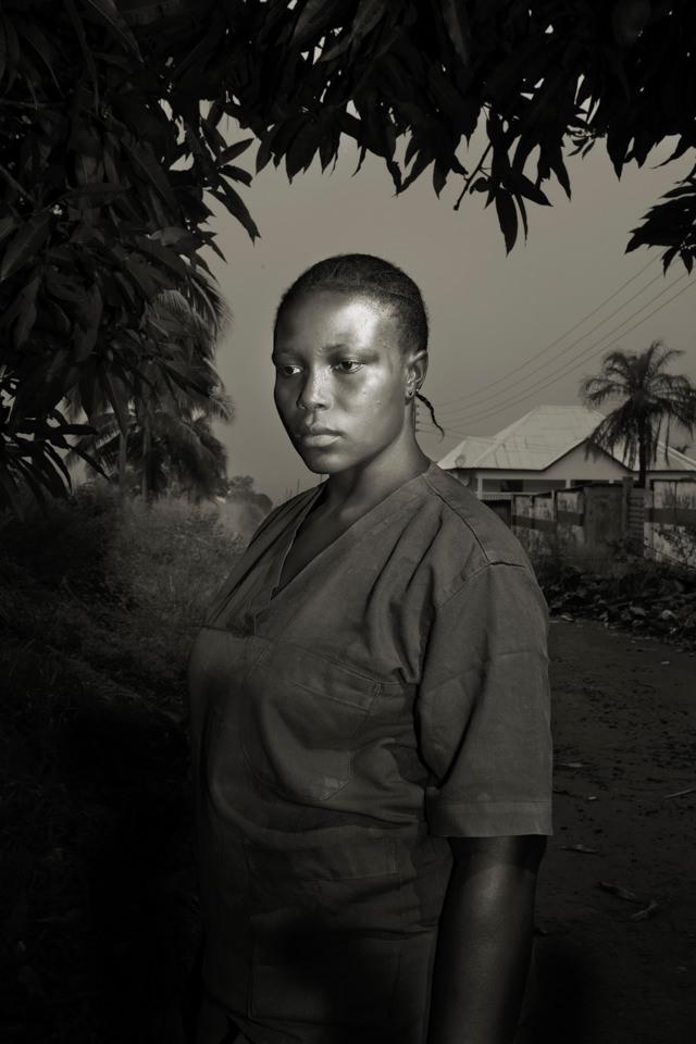 Schwarzweiß Portrait einer schwarzen Frau