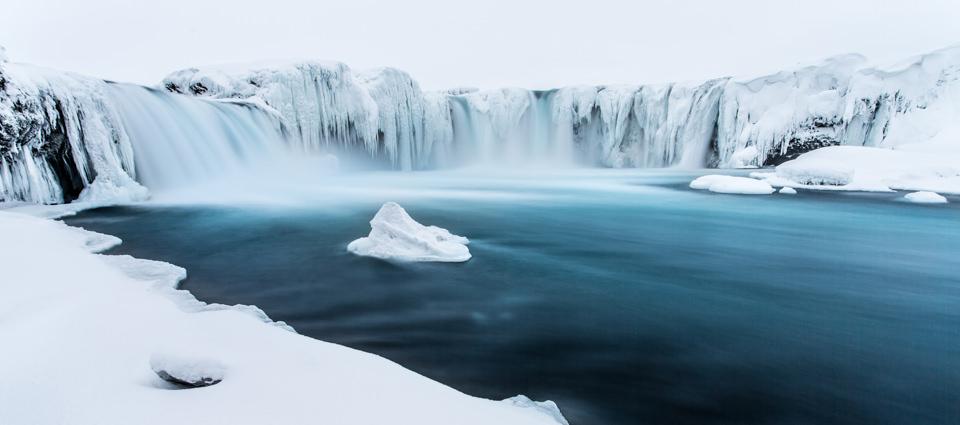 Langzeitbelichtung eines Wasserfalls