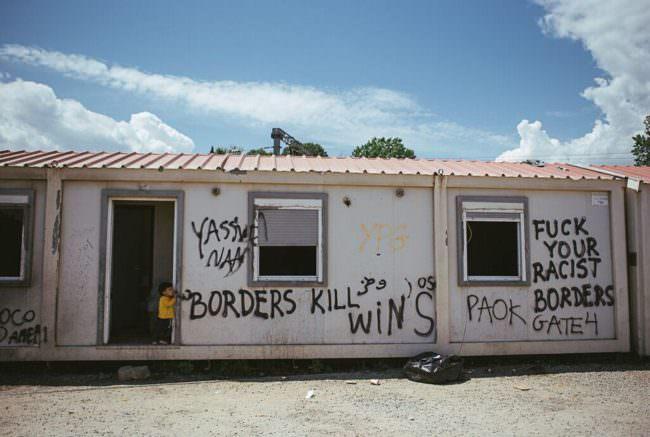 Ein Waggon mit Graffiti