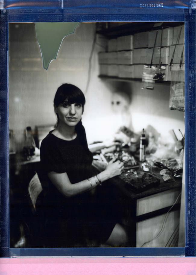 Portrait einer sitzenden Frau