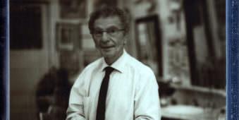 Porträt eines Mannes in schwarzweiß