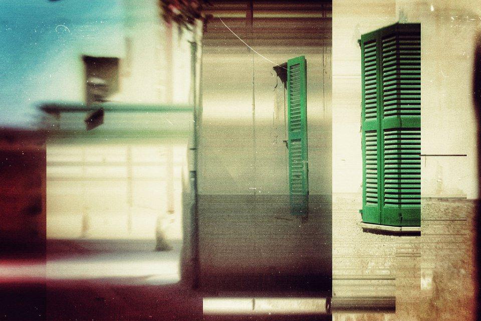 Collage aus grünen Fensterläden.